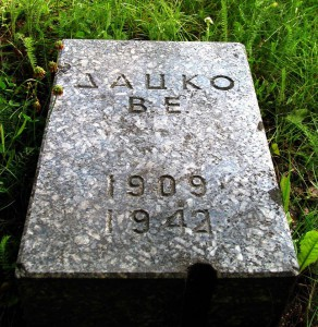 Могила В.Е.Дацко. Пискарёвское кладбище