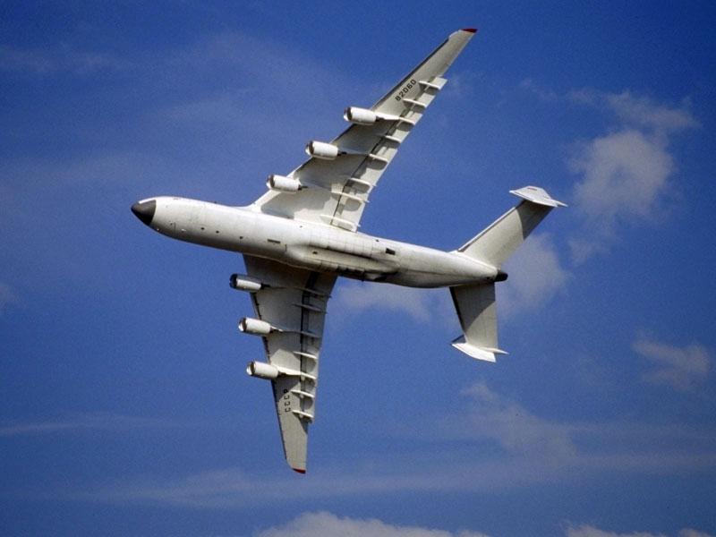 Крыло Ан-225 также