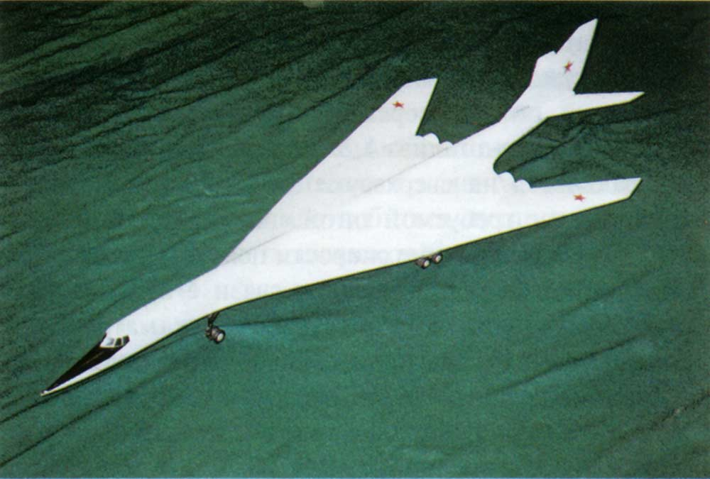 Picture of scale model from testpilot.ru Cutaway diagram from ... B1 Lancer Vs Tu 160