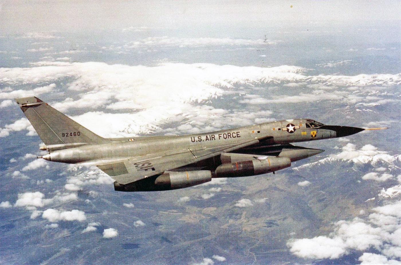 """空军世界 :: 美国空军B-58""""盗贼""""超音速轰炸机"""