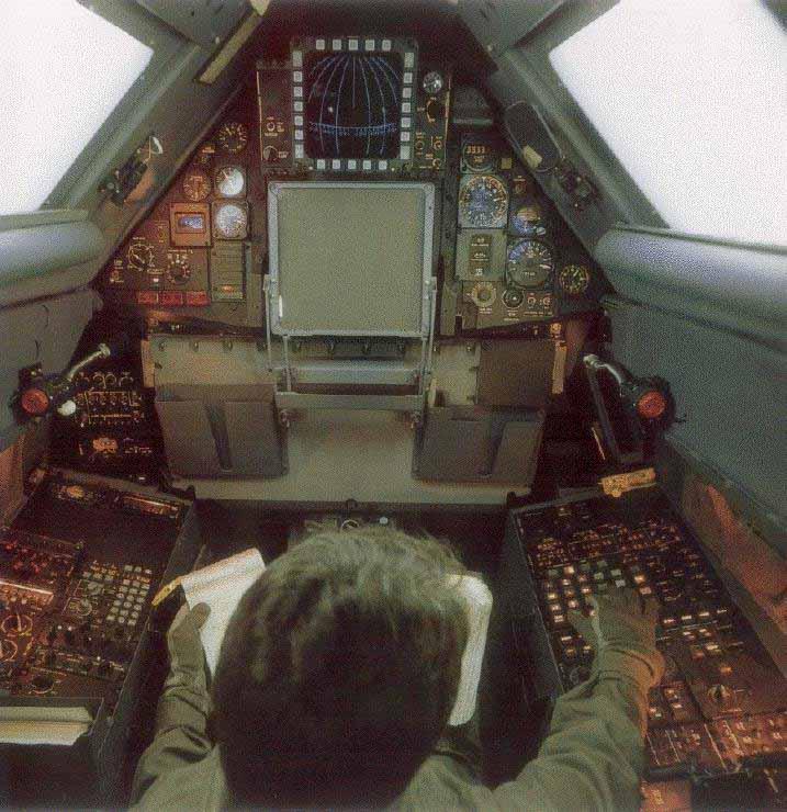Кабина оператора СР-71, на земле.